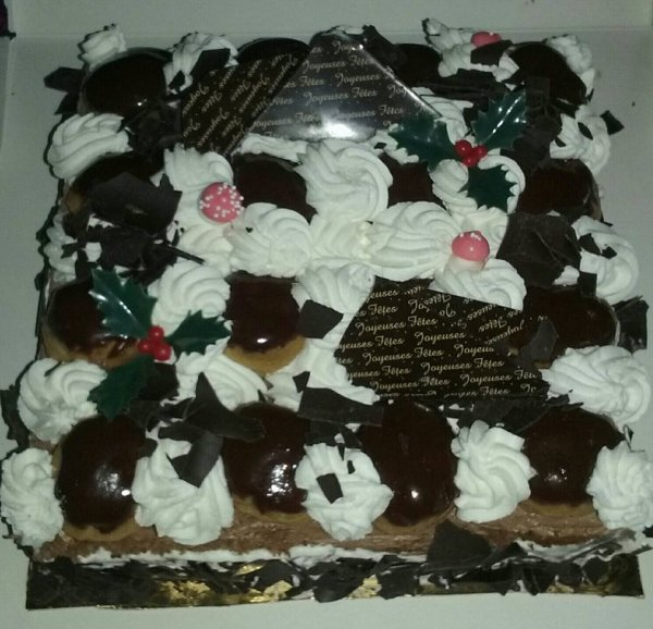 Mon gâteau pour ce Noel 2015 Caroline au chocolat hummmm  !!!!!