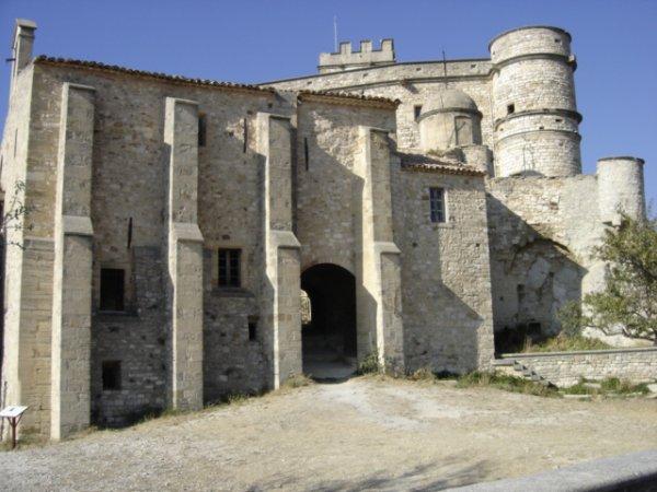Chateau du Barroux dans le 84
