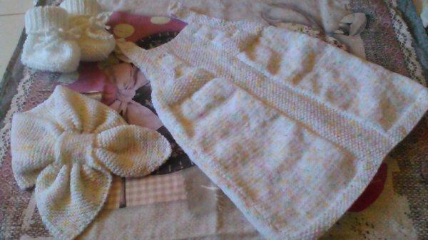 chaussons petite robe et puis écharpe feuille pour bébé