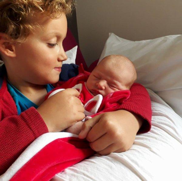 Mes arrières petits enfants ,je vous présente Lucile  avec son grand frère. Lucile est née le 13 septembre
