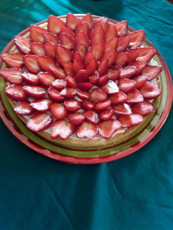 Désert du dimanche ,une tarte pâte sablée  ,mascapone  et fraises