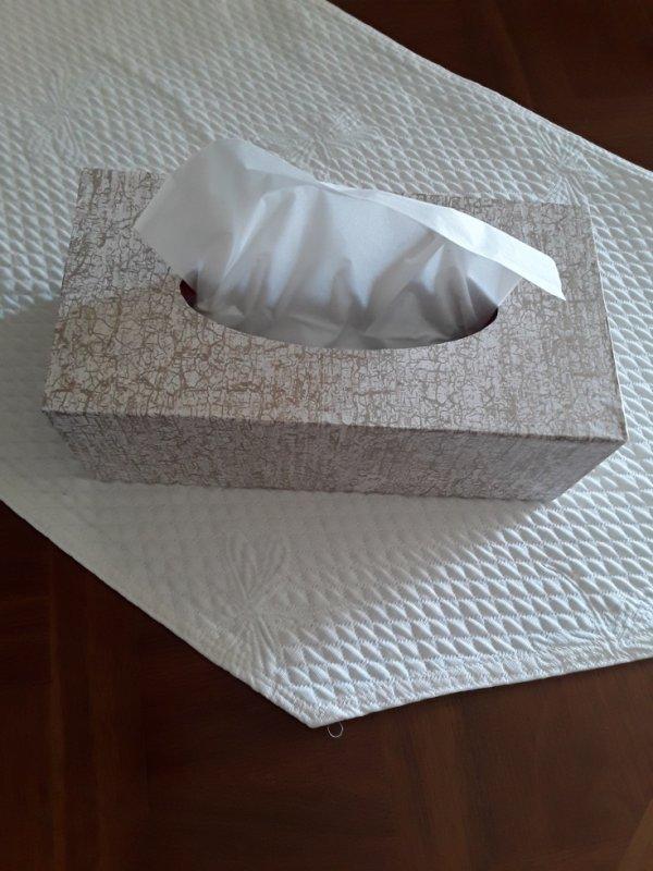Boîte mouchoirs faite avec du serviettage
