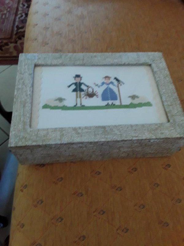 Boîte à tisanes broderie et serviettage