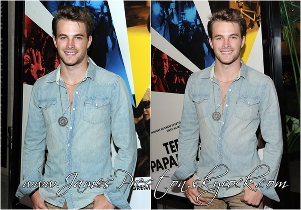 "→ Le 22 septembre 2010 !      James était à la première de HBO Films Documentaires"" Teenage Paparazzo"" au Pacific Design Center de West Hollywood ."