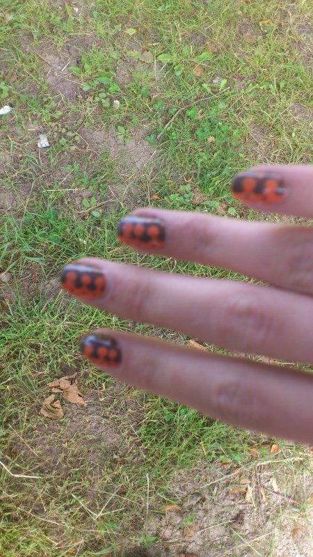 Nail art bicolore vernis de chez Claire's Taupe & Corail Ainsi que quelques nouvelles =)