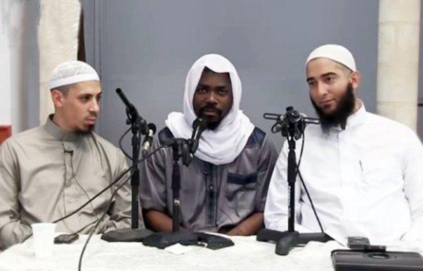 Brisé KOBA se réfugie chez les musulmans !