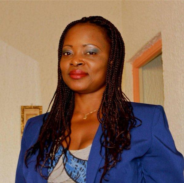 Louise Rosette MANIAKA : '' je veux la fin des Bongo pour retrouver ma liberté ''''