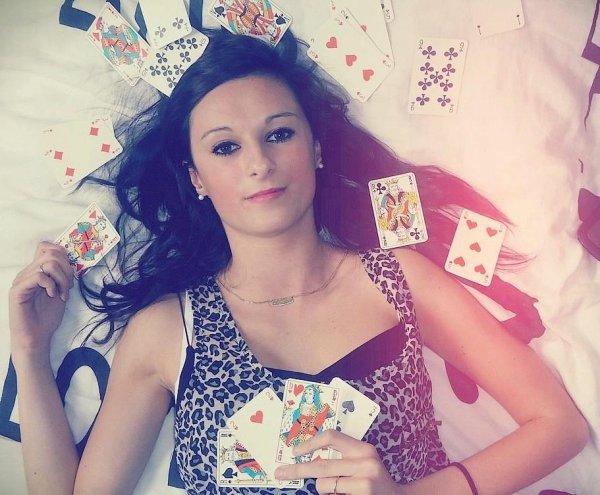 La vie est comme un jeu de carte. Prend ton destin entre tes mains et joue.