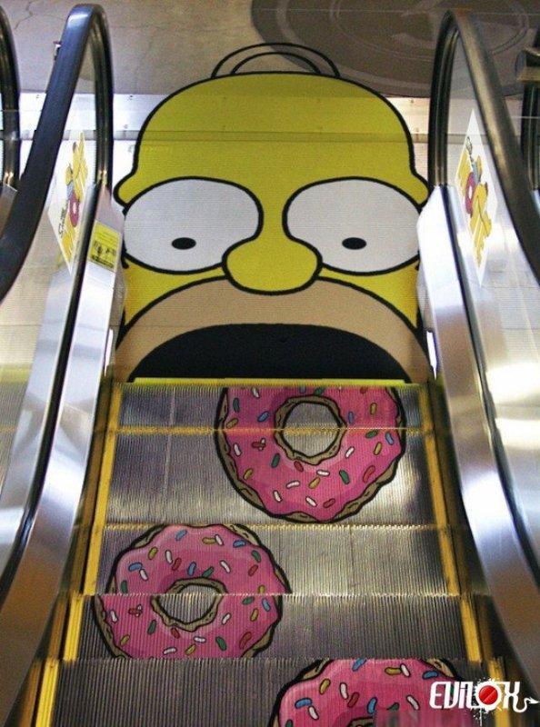 Enigme Sachant que le tapis de l'escalator se déplace à 2 mètres par seconde. Qu'une marche fait 40 centimètres de largeur et qu'un donuts prend la place de deux marches. Combien de donuts ce goinfre d'Homer se sera enfourné dans la gueule en 24 heures ?  Vous avez 4 heures !