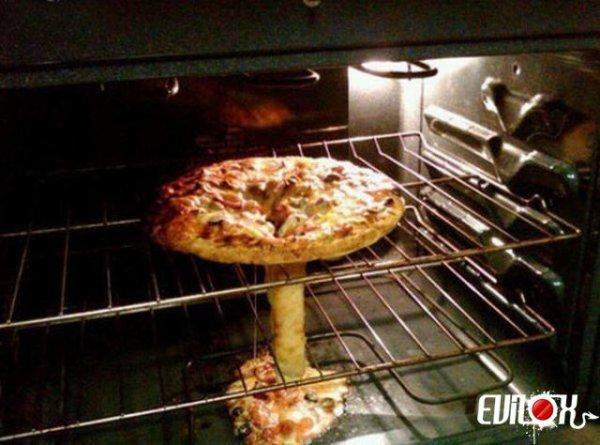Pizza nucléaire La bombe atomique est prête, à table