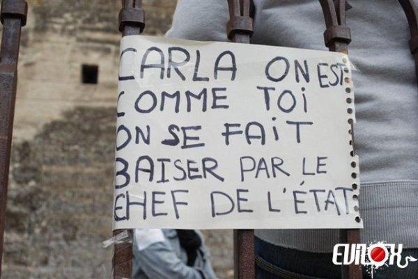 """On est tous comme Carla Bruni Solidarité avec Carla Bruni : """"Carla, on est comme toi, on se fait baiser par le chef de l'état"""""""