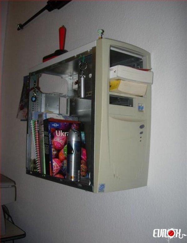 L'armoire du geek Chaque geek devrait avoir une table de nuit pareille !