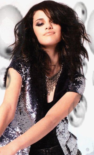 Selena Gomez fait une fixette sur la perruque de Justin Bieber !
