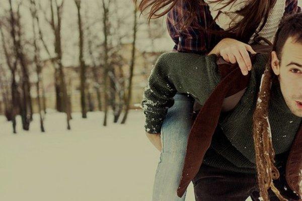 """On dit bien trop souvent ; """"Oublie le"""" , """"Il y en a des tas d'autres"""" ou encore : """"Il ne te mérite pas !"""" Mais je pense qu'ils ne comprennent pas que oublier une personne qu'on aime n'est pas si facile. Rien qu'en croisant son regard tu en souffre.. Entendre de sa bouche qu'il en aime une autre fait tellement souffrir que tu en meurt de chagrin.. Oublié est un mot si facile a écrire mais si dificile à entreprendre."""