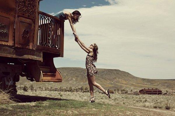 J'aimerais être naïve et croire que tout est éternel, que l'amour c'est pour la vie et que les amis sont tous fidèles...