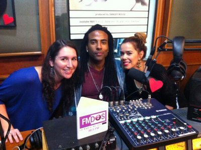 BEATRIZ E YOTUEL A RADIO FMDOS (FOTO + VIDEO)