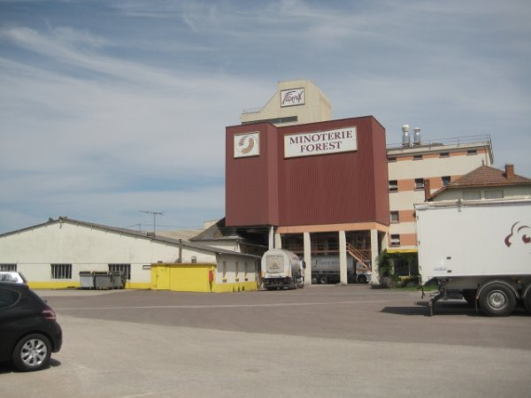 DES PHOTOS PERSO.DE LA MINOTERIE FOREST UNE PARTIE DE SON PARC DE VEHICULES EN 2012