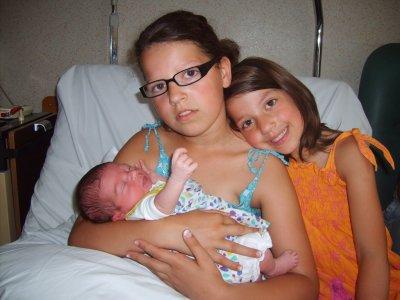 le parrain et la marraine et ses soeur avec zia