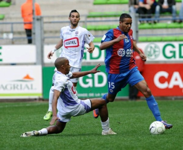 Maillot porté du Fc Istres de Brahim El Bahri en ligue 2 en 2009