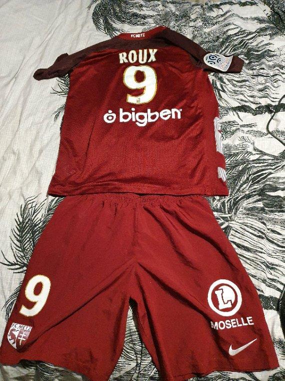 Maillot +short porté par Nolan Roux avec le FC Metz