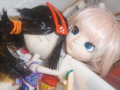 Sakura et Akira prenne un bain