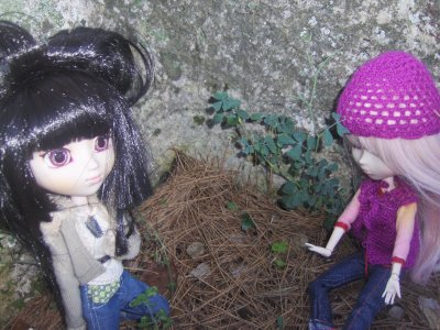 Sakuar et Akira dans la forêt