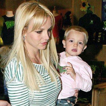 > Britney et ses enfants.