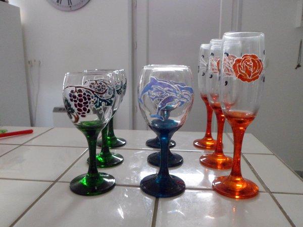 service gravure et peinture ( 3 verres à vin, 3 verres à eau, 3flutes à champagne) (disponibilité X0)