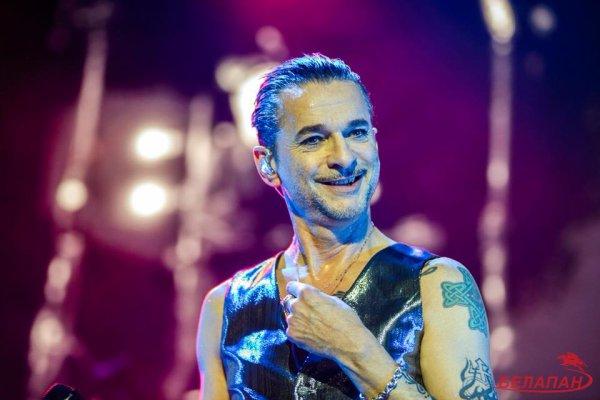 Quelques photos récentes de Dave lors des concerts avec Depeche Mode. Dave est tellement beau.