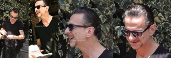 17.03.18 : Dave apperçu en Colombie le 17 mars. Très souriant & toujours aussi beau ! ♥