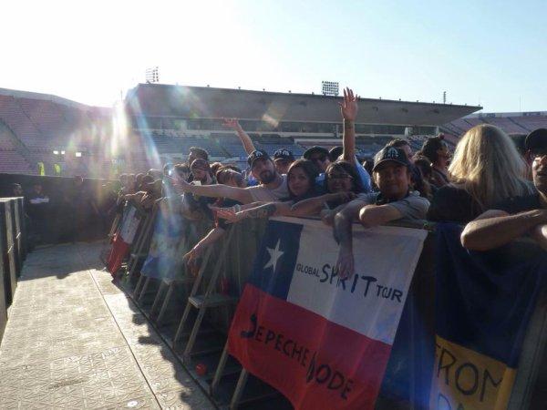 Depuis une semaine, le groupe est en Amerique du sud.  Photos prises à Santiago, Chilie, le 21 mars!