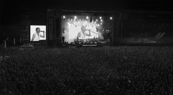 Depeche Mode fait la tournée des festivals cet été, voici quelques photos de leurs passages à Beauregard (9 juillet) et Aix-Les-Bains, Musilac (12 juillet)