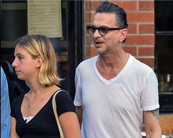 Des nouvelles photos de Dave & sa fille Stella à NY ont été dévoilés.