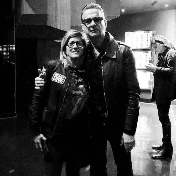 Voici des nouvelles photos de Dave Gahan qui a assisté au show de Nick Cave au Barclays Center à New York. Il est toujours aussi classe !
