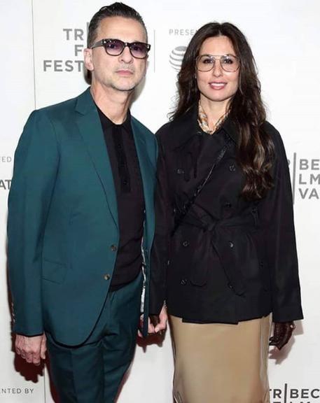 Dave & sa femme Jennifer Sklias  etaient présent au Festival Tribeca à New York le 2 mai. Cette année, le couple a fêté leurs 20 ans de mariage ! Ne sont-ils pas  magnifiques tous les deux ?!