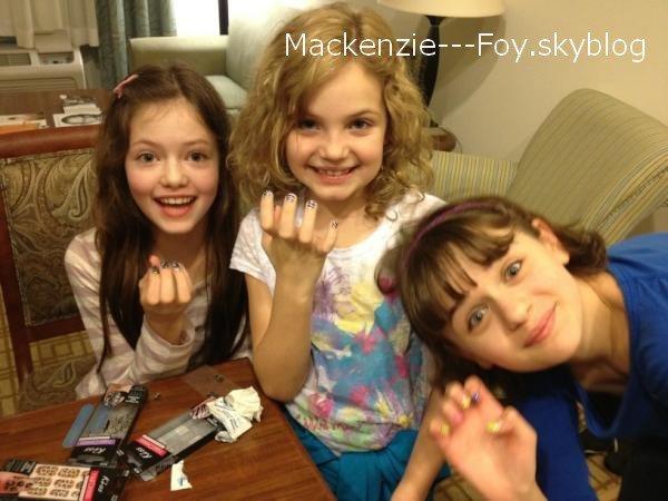 """Nouveaux livres """"Twilight Révélation"""" (+) Mackenzie et ses amis de """"The Warren Files"""" (+) Mackenzie et Gigi Papasavvas"""