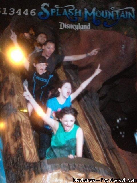 Mackenzie est sur Twitter ! (+) Mackenzie à Disney avec Joey King