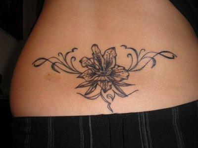 enfin mon tatouage. ma fleur de lys en bas du dos