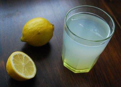 Les bienfaits de l'eau citronnée :