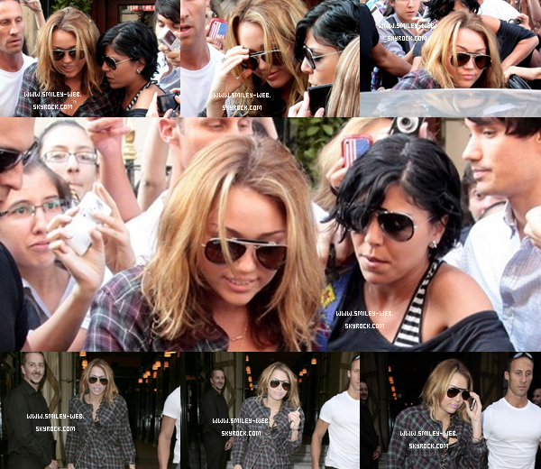 .Ce 5 septembre Miley Quittant son hôtel à Paris .Ce 5 Septembre Miley Se promenant à Paris ..