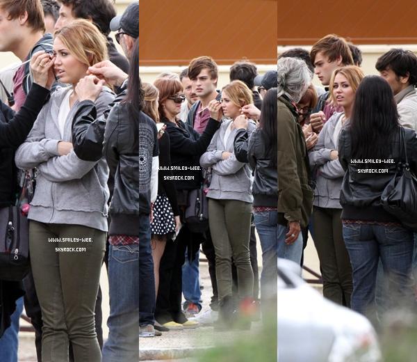 """.Ce 7 septembre Miley en tournage de """"LOL"""" ."""