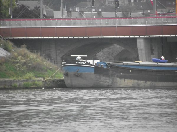 Namur , la  Meuse dominicale