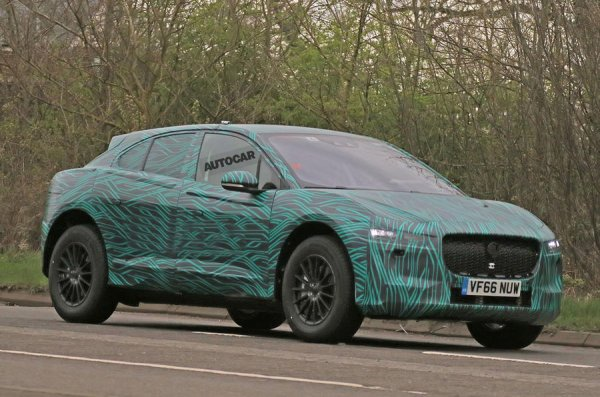 premier prototype roulant de la future jaguar compacte