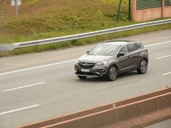Opel grandland x surprise en Allemagne