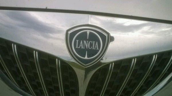 Logo lancia appreciez le bien car adieu lancia