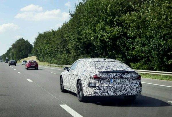 Future audi a7 vue sur une autoroute en Belgique