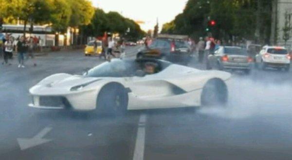Ferrari laferrari aperta : version cabriolet de laferrari voiture tres rare
