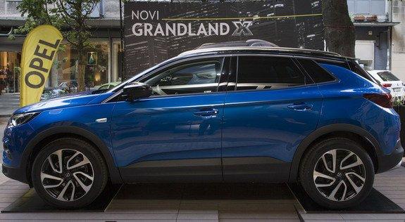 une nouvelle photo de l opel grandland x elle sortira apres la crossland x une belle voiture