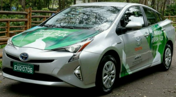 Toyota prius hybride et hydrogène test prototype