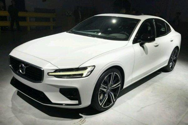 Volvo s60 en blanc pas mal aussi